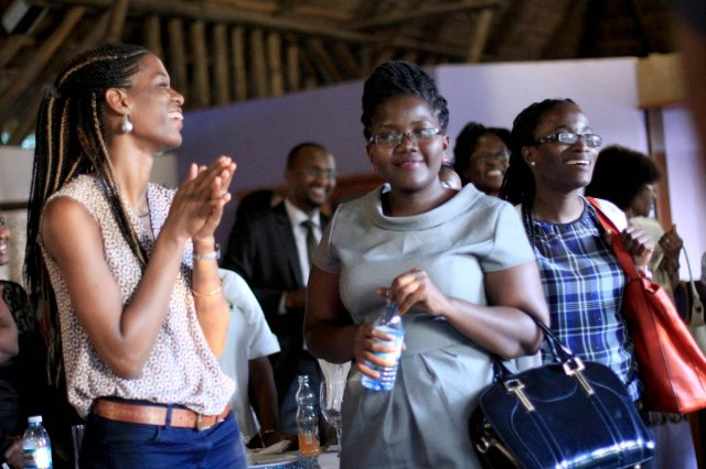 Sanyu Kisaka and other guests applaud