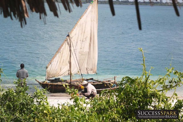 6-tanzania-lazy-lagoon-retreat-buying-fish